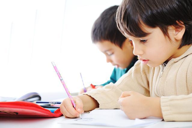 宝宝上幼儿园后,父母每天让他做这3件事,孩子聪明又独立
