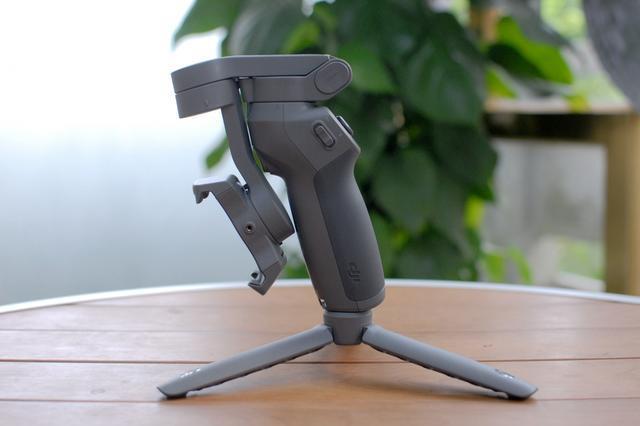 让随手拍变成的电影级大片-大疆折叠稳定器DJI Osmo Mobile 3