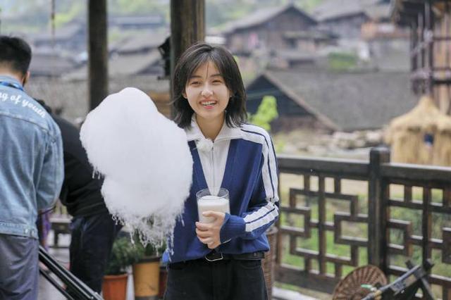 张子枫艺考被偶遇,素颜现身引围观,为成吴磊师妹做准备?