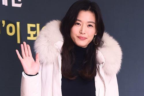 韩国女艺人全智贤为防治疫情捐献1亿韩元