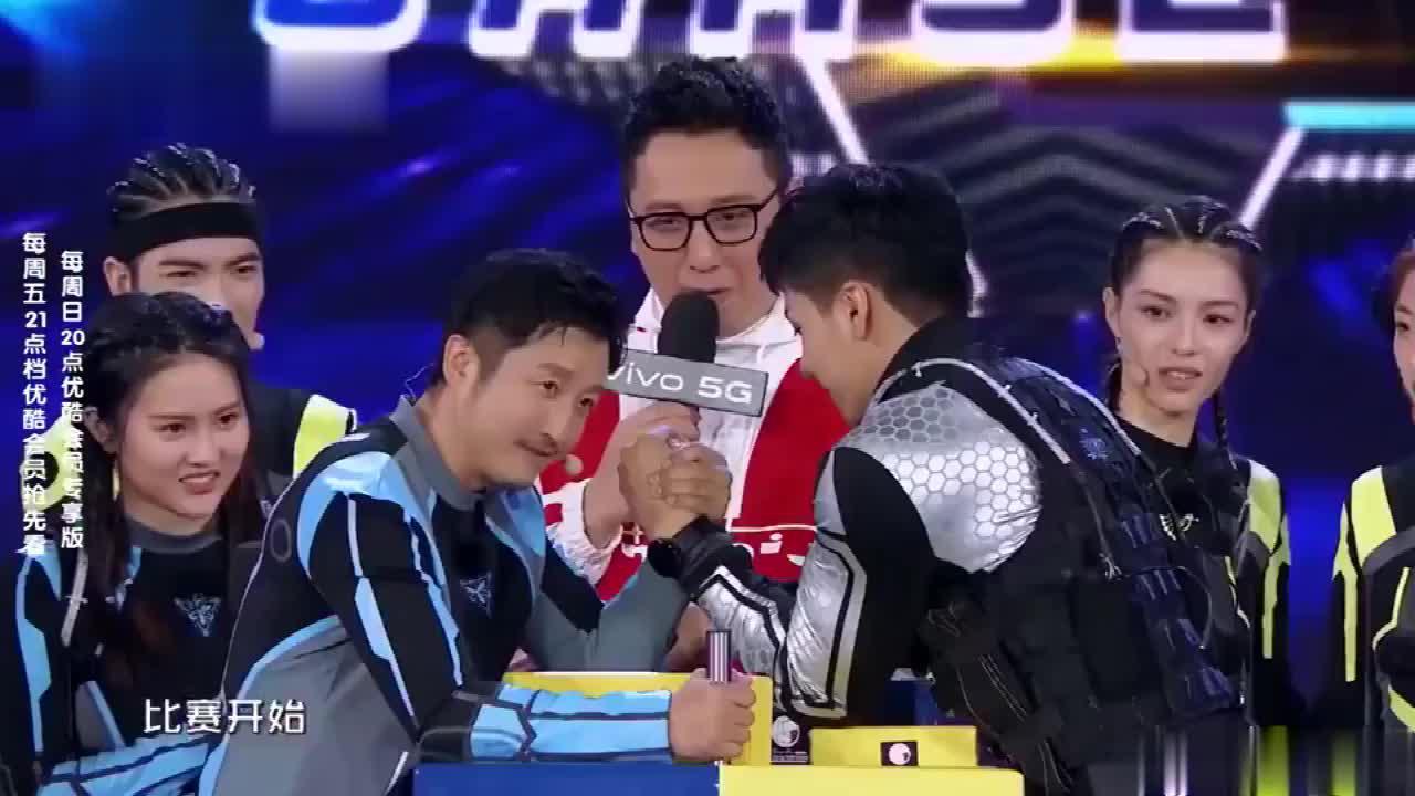冲鸭版拳王与斗腕冠军在线Battle扳手腕邹市明能否胜出