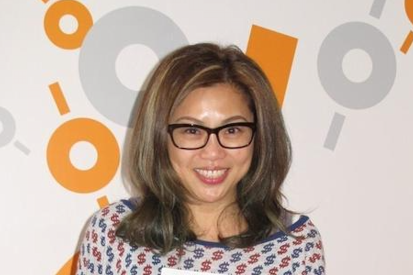 53岁前TVB艺人梅小惠罕见携男友逛街,与初恋曾伟权分手单身20年