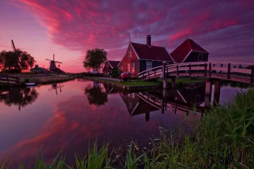 摄影师在荷兰住了三年,无意间拍摄出了,梵高油画星空的感觉!
