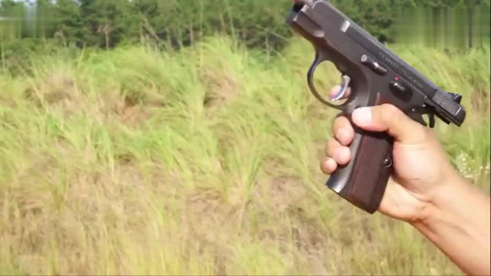 古董老枪捷克CZ75半自动手枪靶场射击听听它的拉栓声音