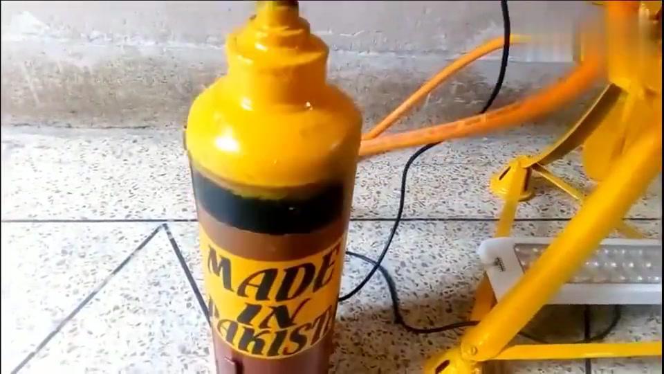 牛人发明:小斯特林发动机,能带亮LED灯,还能装上扇叶当风扇