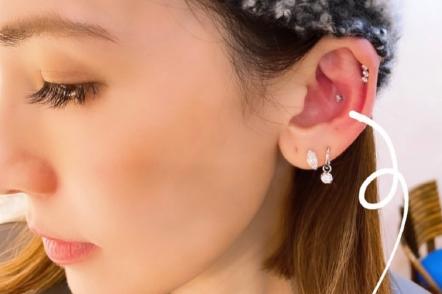 林志颖老婆自称女孩,与闺蜜组团打耳洞,一只耳朵打7个超任性!