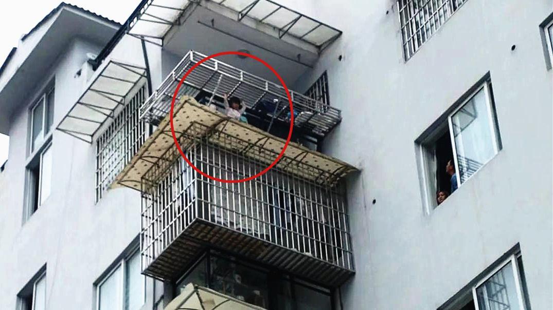 实拍:贵州4岁女孩被困7楼雨棚 风势较大情况危急消防紧急救援