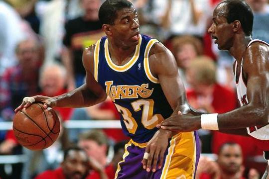 NBA鲜为人知的事:乔丹赛前被偷23号球衣,1个甜甜圈引起斗殴