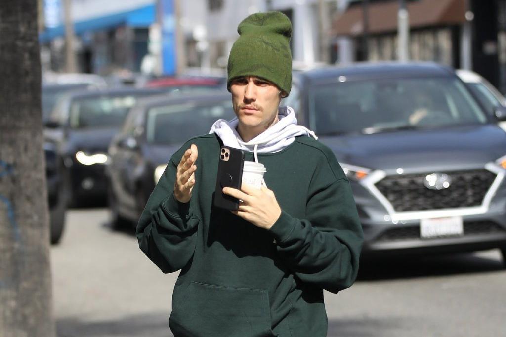 26岁贾斯汀·比伯健身归来!戴绿帽穿绿卫衣,身体状况非常健康