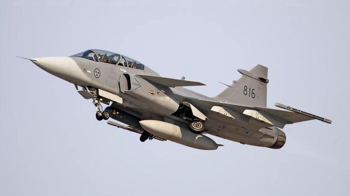 """瑞典改进型""""鹰狮""""战机跨越半个地球交付巴西"""