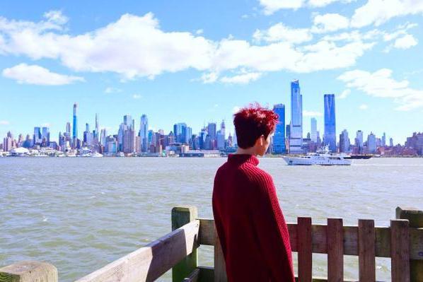 白敬亭晒背影照庆祝26岁生日:我会努力成为那个值得被爱的人