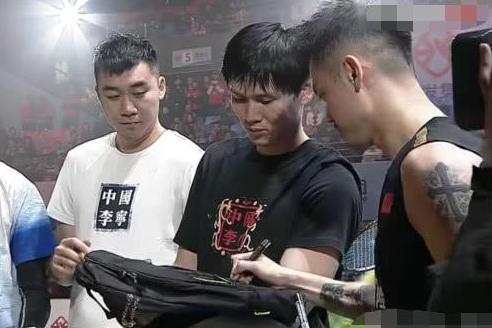 活久见!林丹搭档鲍春来出战男双击败两世界冠军,李永波担任裁判
