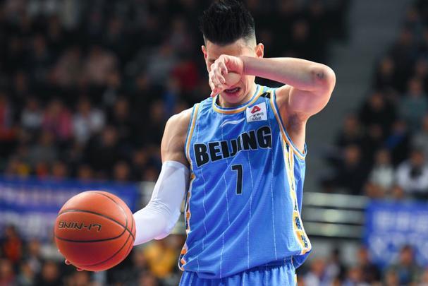 半场3分,全场11中4仅13分!北区票王遇尴尬,北京敢换林书豪吗