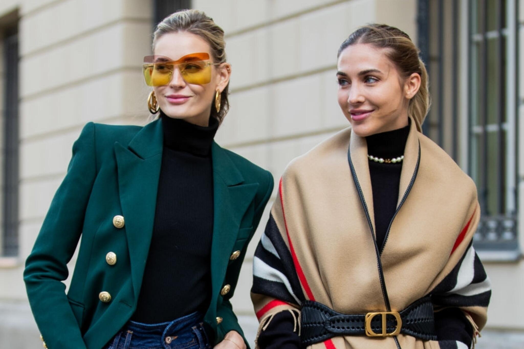 格策妻子安娜和超模Mandy现身柏林街头,姐妹俩穿搭时尚,美极了