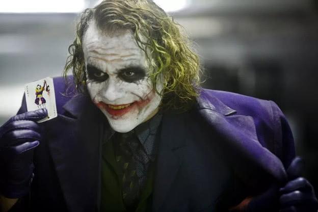 《蝙蝠侠前传2:黑暗骑士》:正义与邪恶,英雄与小丑!