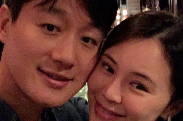 佟大为与关悦甜蜜约会庆祝领证12周年,网友:哪像12年像俩月