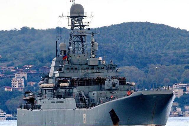 叛军疯狂反扑,俄军突破神盾舰封锁:上万吨武器运抵叙利亚