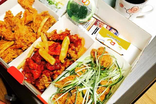 韩国人酷爱炸鸡,韩剧中也经常炸鸡配啤酒,难道韩国小吃非常匮乏
