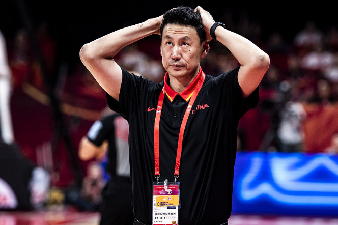女篮队长炮轰李楠:13秒领先3分为何犯规 周琦失误为何还让他发球