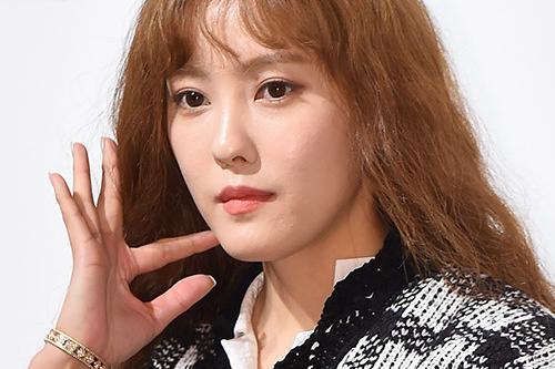 朴宥娜等韩国艺人出席服装品牌宣传活动