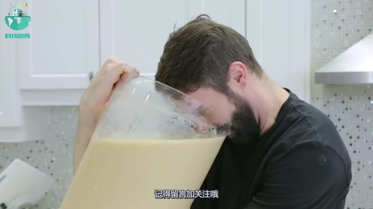 老外自制超大杯珍珠奶茶珍珠和拳头一样大网友这能喝多久