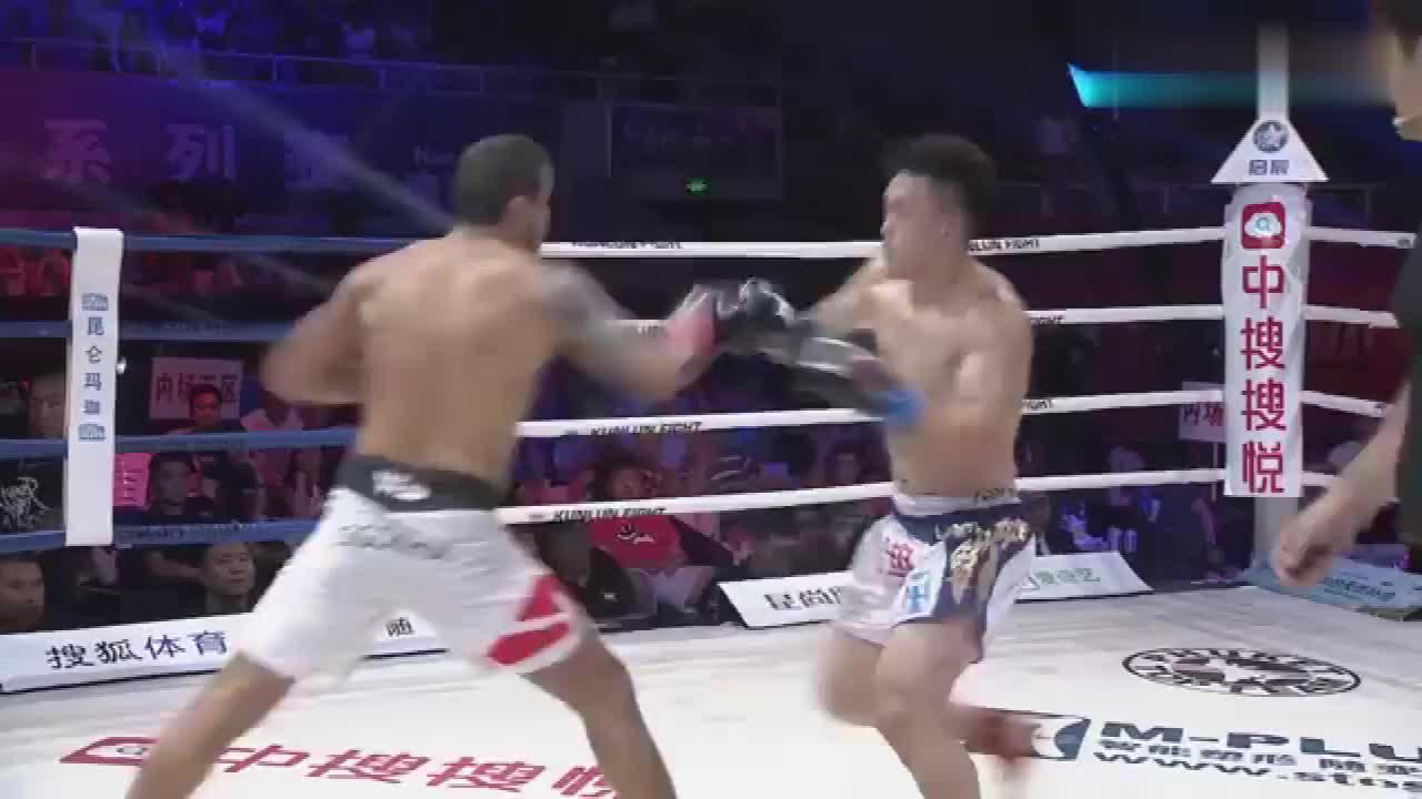 中国散打VS欧洲拳击散打王,海盗式打法失灵被对手完虐了