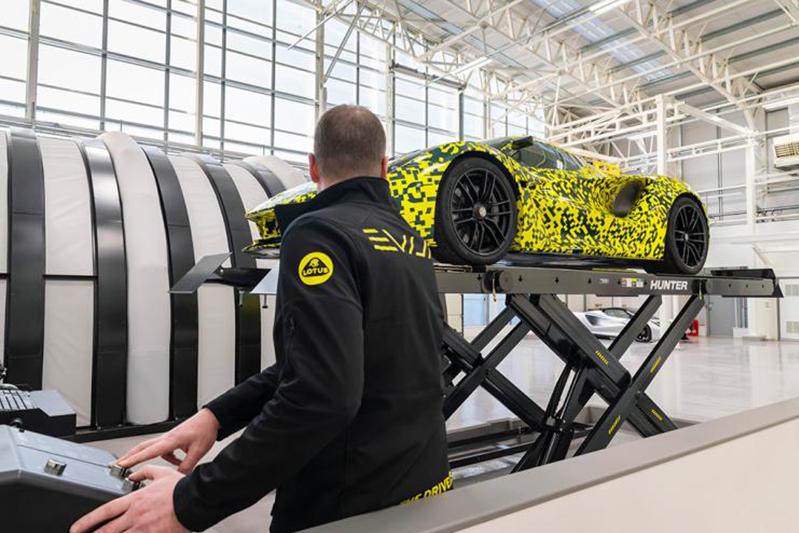 路特斯EVIJA全新工厂正式揭幕 量产版于今夏交付