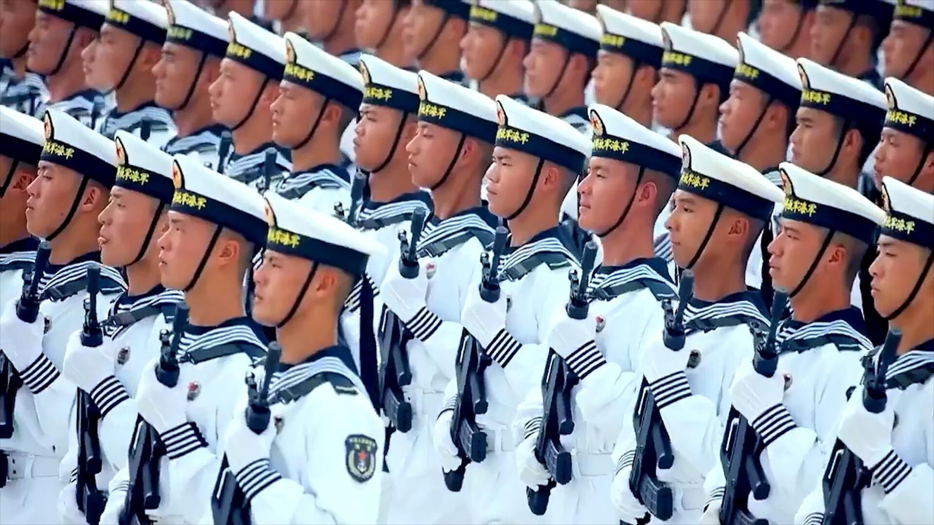 中国阅兵训练精彩剪影,战士们昆虫爬脸纹丝不动!