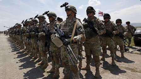 大批战车运抵叙利亚,美军扬言敢动手就开火,俄:战争苗头已出现