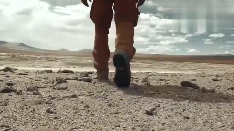 单挑荒野:德哥饿了9天,终于离开荒漠来到盐碱地,太不容易了!