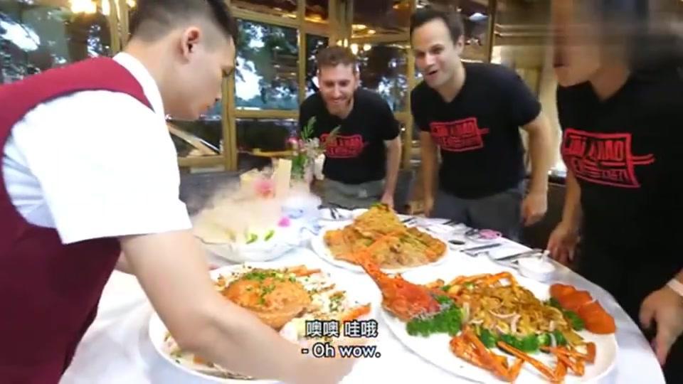 美国老外吃广州菜,看到水龟虫吓得尖叫,吃了一口觉得人间美味