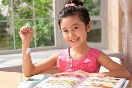 """还记得""""点读机女孩""""吗?如今颜值飙升,她的人生""""so easy"""""""