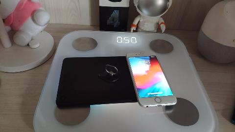 iPhone果然是科技标杆,相比小米平板4,真轻真薄!