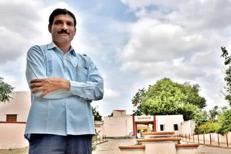 印度最富有的村庄,原本贫穷落后,但是遇到了这个十分厉害的村长