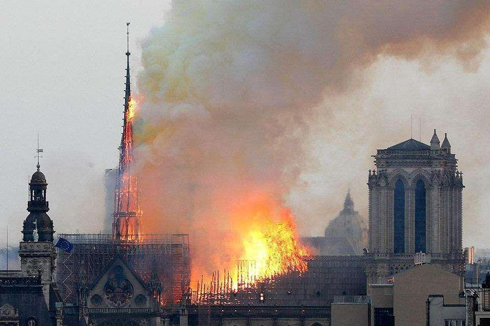 《钟楼怪人》到《爱在日落黄昏时》,巴黎圣母院承载多少电影IP?