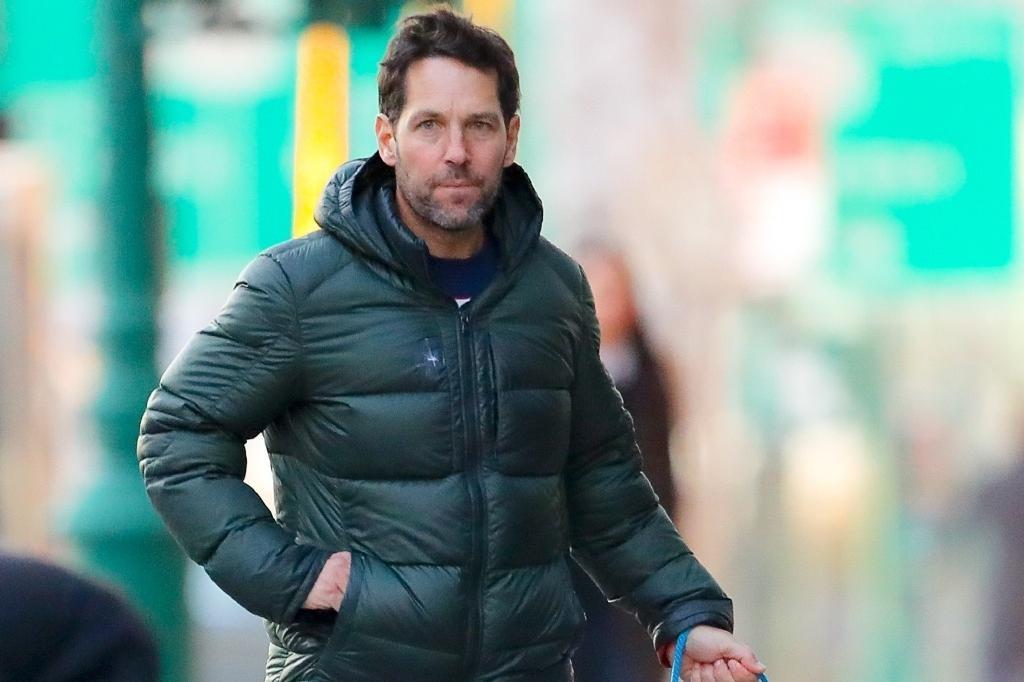 """""""蚁人""""保罗·路德街头遛狗!51岁的年纪,却依旧是30岁型男模样"""