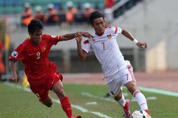 脸都不要了!国足被印尼吊打,全场射门仅4次遭球迷集体炮轰!
