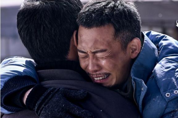 吴京张译杜江领跑国庆档,严屹宽和贾乃亮则点燃十月电视荧屏