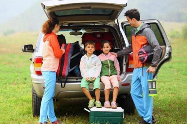 不能做个心太大的家长!暑期开车带孩子出行,这6点多注意