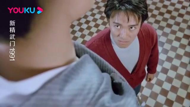 新精武门:据说这个片段,星爷是为了致敬自己偶像李小龙
