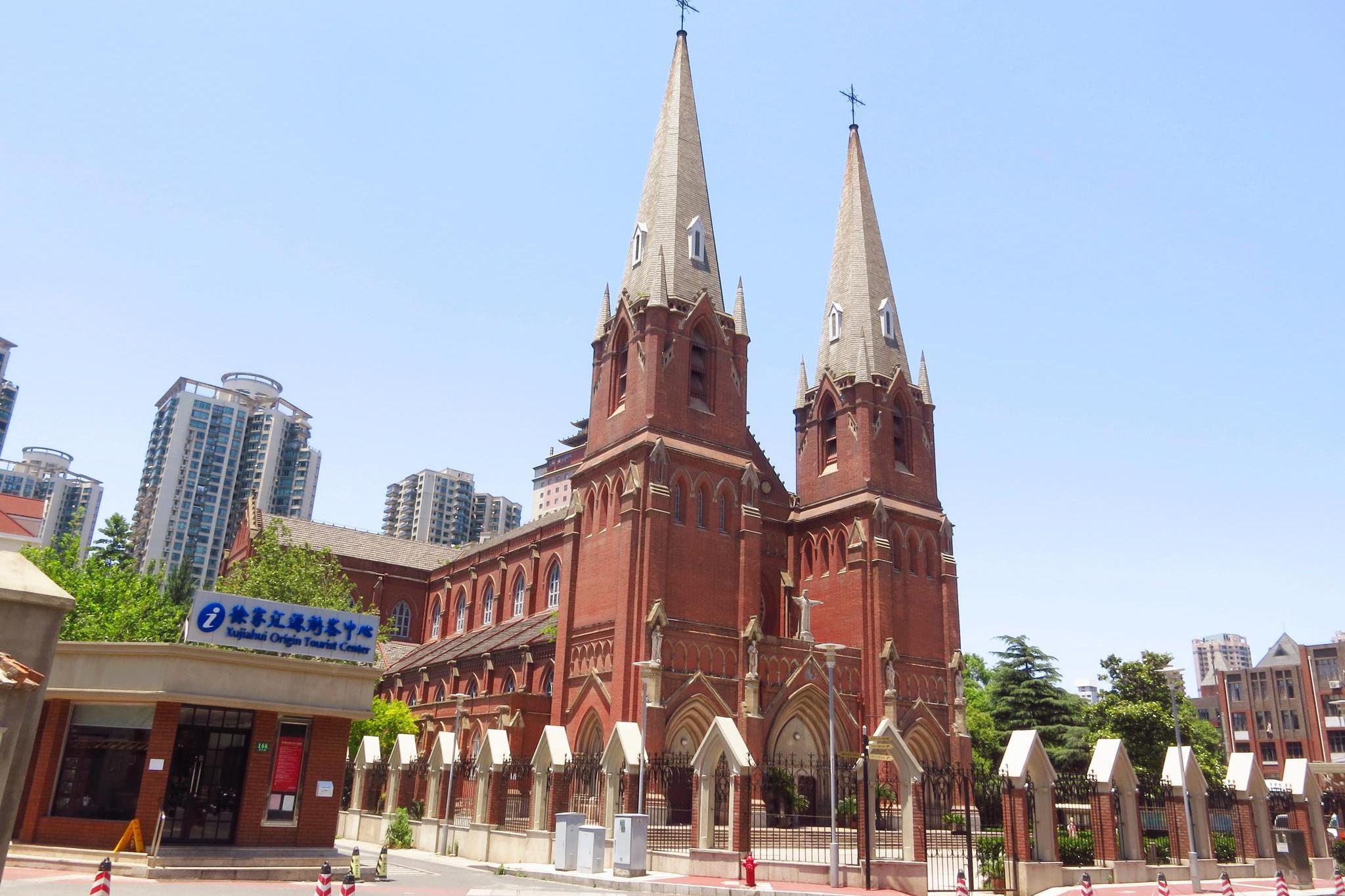 游览 上海市 徐汇区 徐家汇天主教堂 中国最美教堂之一