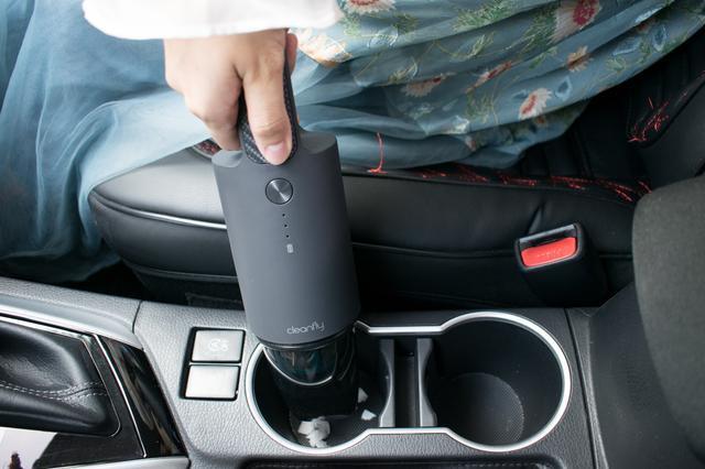 车内易脏,精洗太贵,小米有品这款车载吸尘器帮你快速清洁