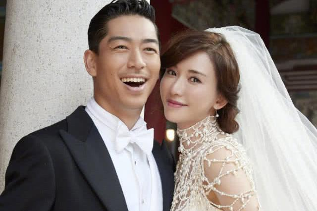 45岁林志玲都嫁了,46岁曾宝仪还没嫁,素颜被嘲像64岁老太太!