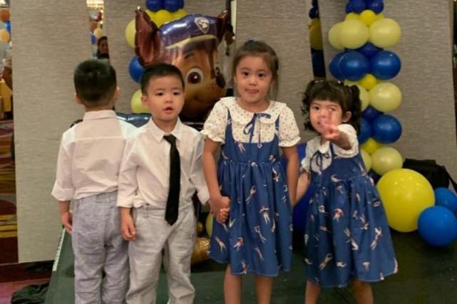 贾静雯和女儿参加林牧洁儿子生日会,咘咘波妞好大胆,抢占C位?