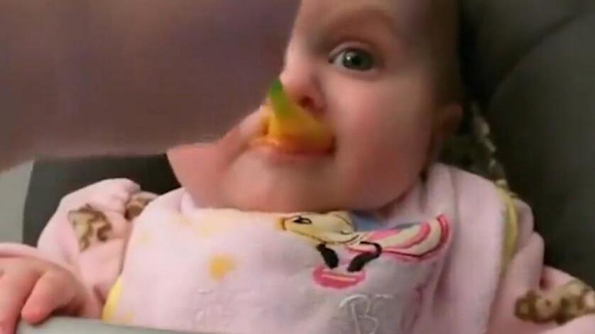 粗心妈妈失误给1岁宝宝误食辣椒,接下来,宝宝真实了