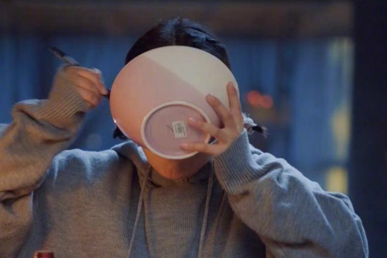 看马思纯吃饭,怎么看都没有赵丽颖香…吃戏也是演技啊!
