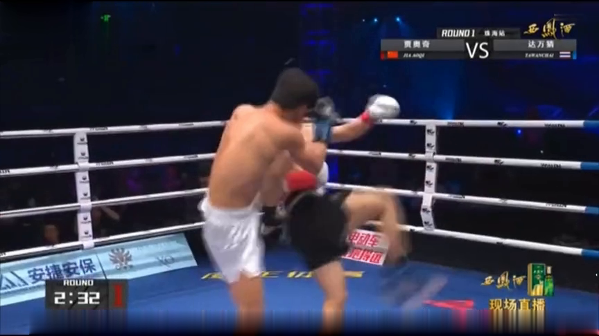 泰拳排名第一的超新星来华惨了,被中国神鹰狠狠的KO淘汰