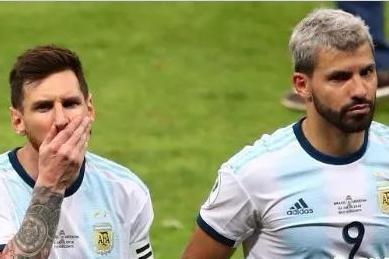 英媒:曼联或为两大目标放弃运作B费!传梅西建议巴萨新帅签神锋