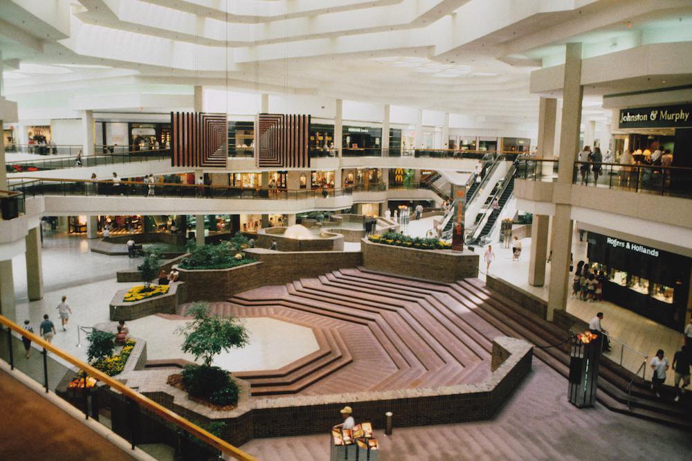 老照片 30年前美国的大型购物中心 那时中国还在用粮票