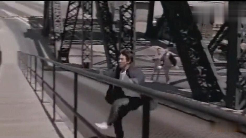 李连杰从大桥上跳下来,这段连替身都不敢跳,保险公司都拒保